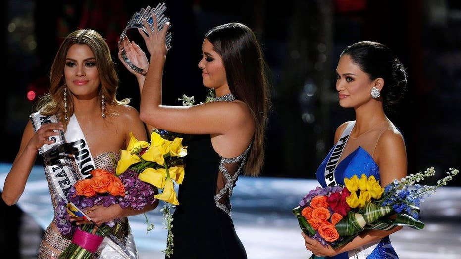 Steve Harvey mistakenly crowns wrong 'Miss Universe'