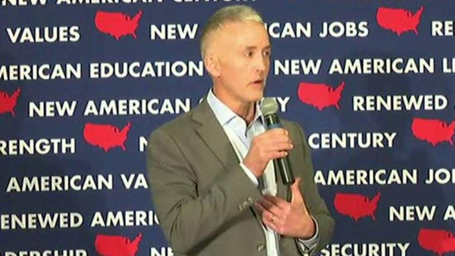 Trey Gowdy appearing on the campaign trail with Marco Rubio