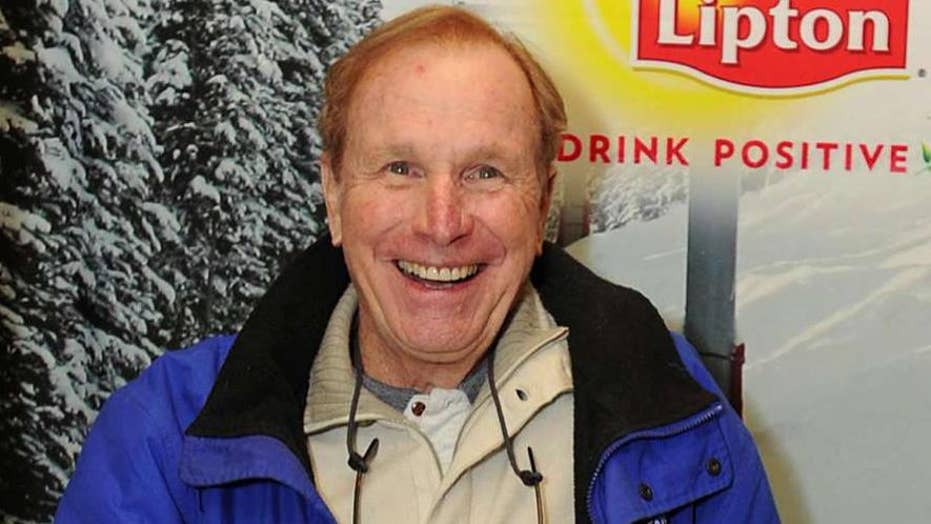 'M.A.S.H.' star Wayne Rogers dies at 82