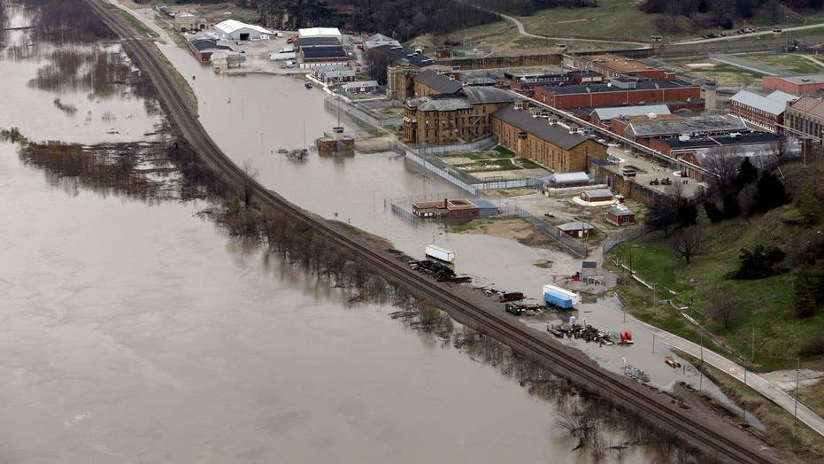 Emergency teams: Up to 5 Mississippi River levee breaches