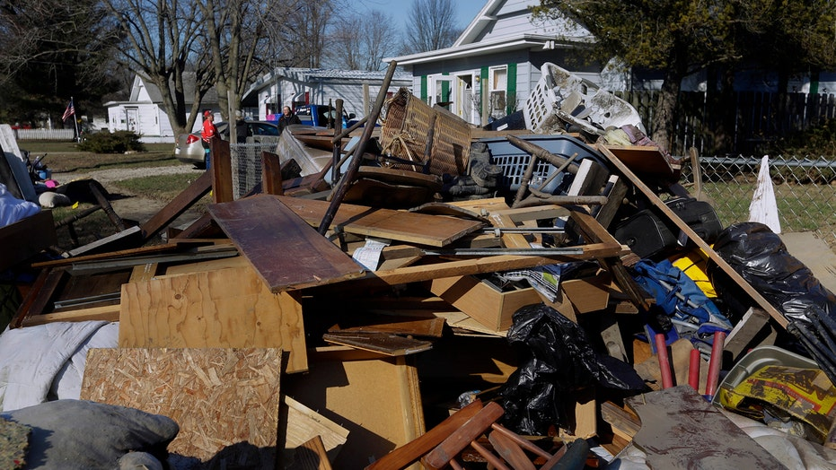 Cleanup begins in Illinois, Missouri as floodwaters recede