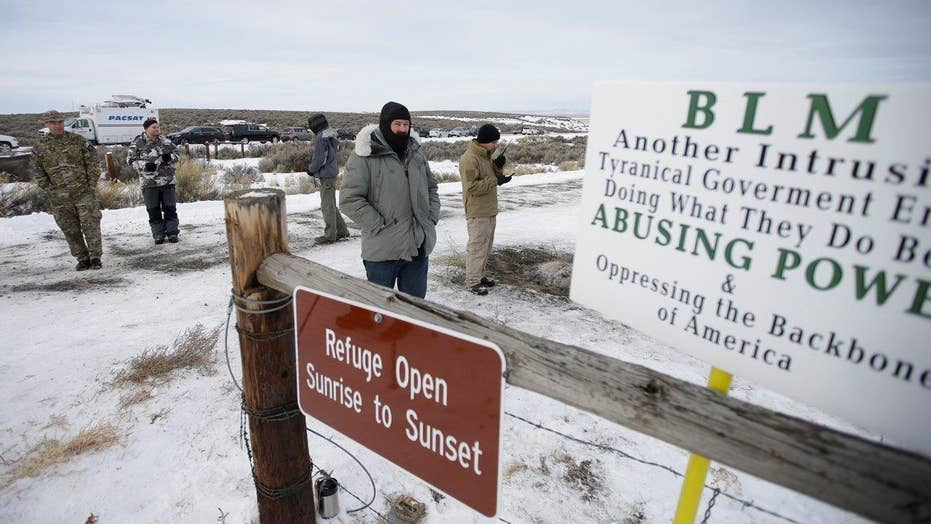 Armed protestors refuse to leave Oregon wildlife refugee