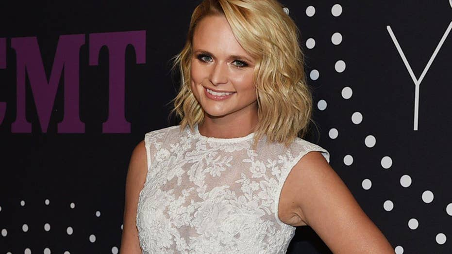 Miranda Lambert gives emotional first performance of 'Scars'