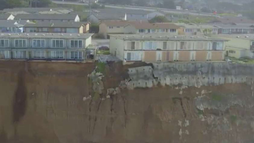 Collapsing cliff threatens homes in Pacfica, California