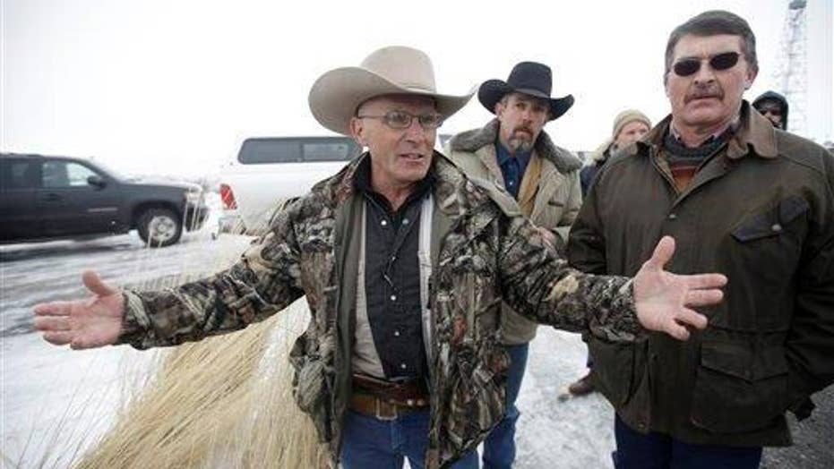 Oregon ranching standoff heats up as occupier killed in raid