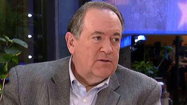 Huckabee: Adele knows I'm the 'real threat' in Iowa