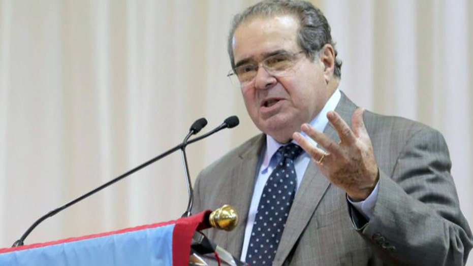 Presidential candidates react to death of Antonin Scalia