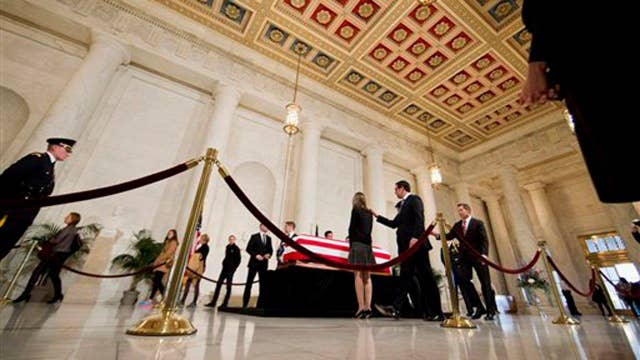 Mourners pay respects to Justice Antonin Scalia