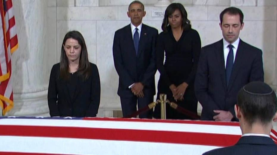 President Obama, first lady pay respects to Justice Scalia