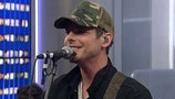 Country artist Granger Smith breaks ribs after stage fall