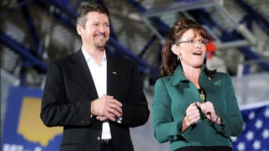 Sarah Palin cancels appearance at Donald Trump event after husband is injured
