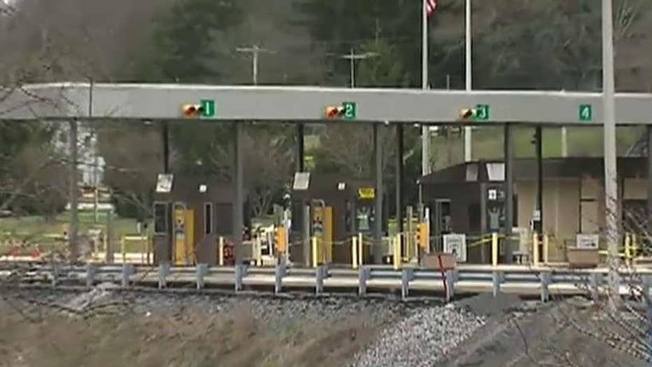 Retired state trooper kills 2 attempting to rob toll plaza