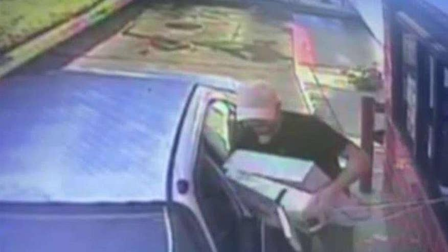 San Diego police searching for suspect who robbed Mexican restaurant