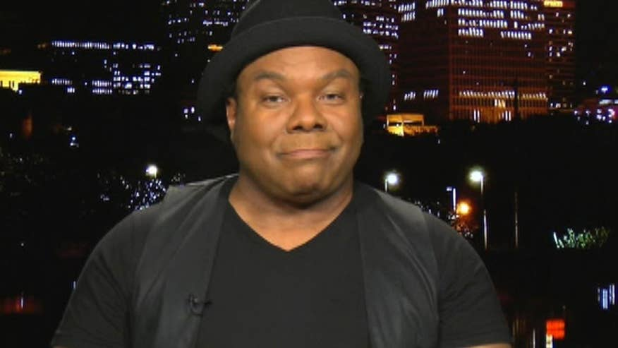 Dez Dickerson reflects on his time collaborating with the pop icon on 'The Kelly File'