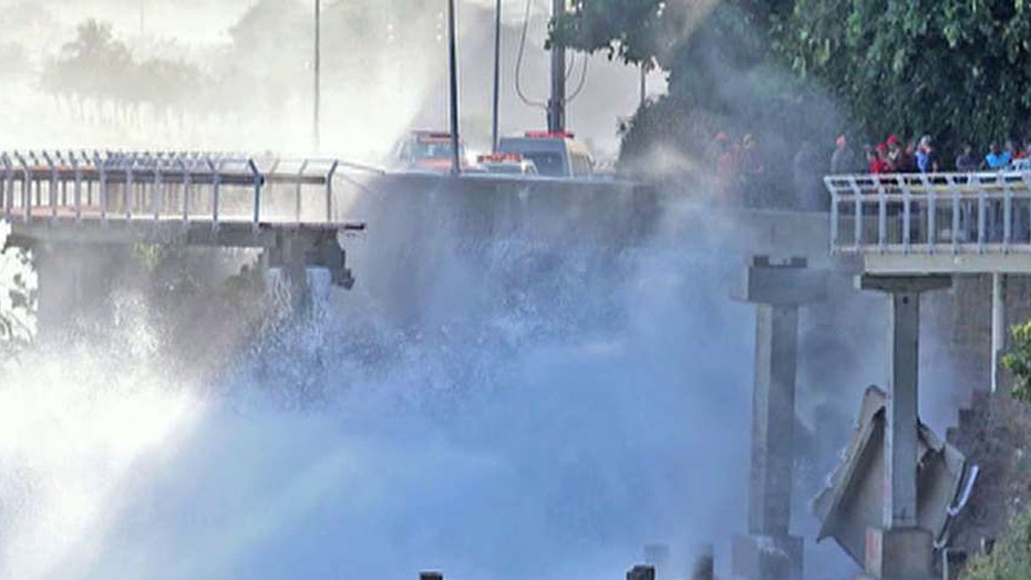 Wave takes down million dollar bike path in Rio de Janeiro