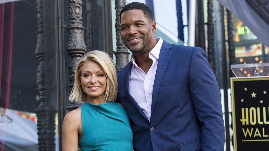 Kelly Ripa and Michael Strahan win award
