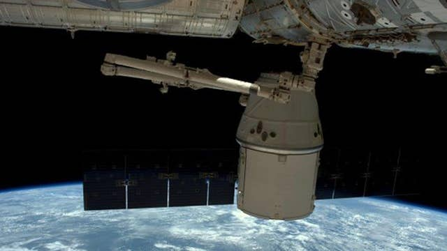SpaceX Dragon returning to Earth after month in orbit