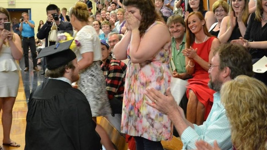 Student stops graduation ceremony to propose to girlfriend
