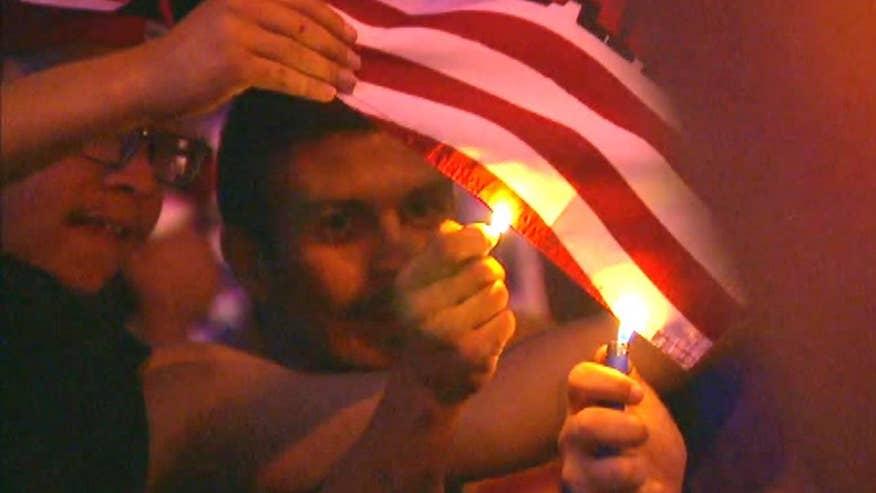 澳门葡京赌场:呼喊反暗杀王牌王牌是活着的新墨西哥州而燃烧的旗帜