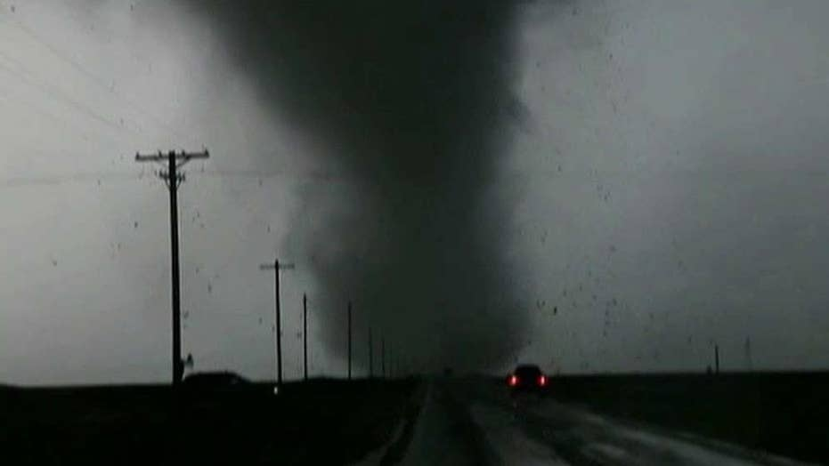 Tornadoes tear through Kansas, Oklahoma