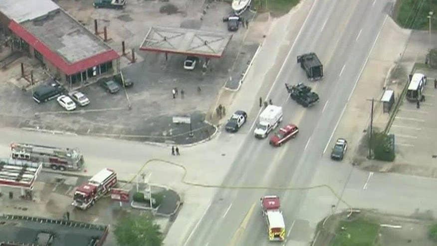 澳门网上赌博:2死亡,6人受伤,其中包括2个军官,在休斯敦野生拍摄