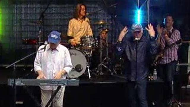 Beach Boys perform 'Good Vibrations'