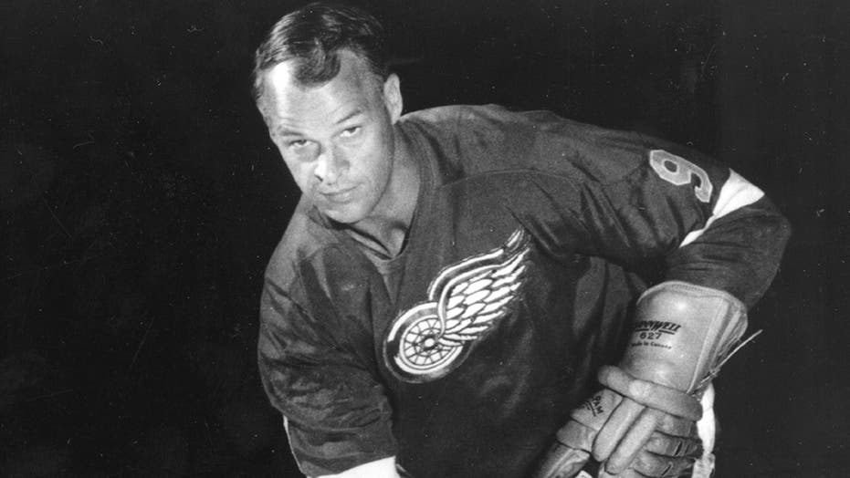 Hockey legend Gordie Howe dies at 88