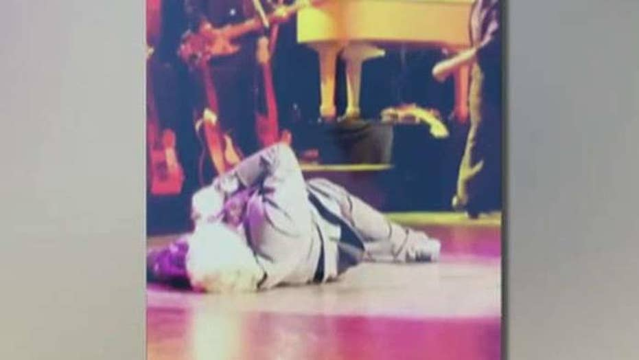 Singer Meat Loaf collapses on stage, rushed to hospital