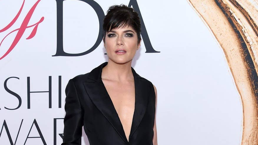 Fox411: Selma Blair reportedly removed from flight following bizarre outburst