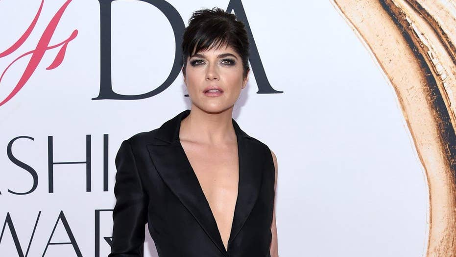 Selma Blair reportedly removed from flight
