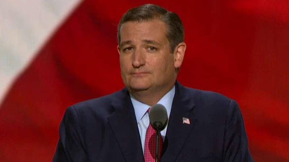 Ted Cruz booed on RNC stage after refusing to endorse Trump