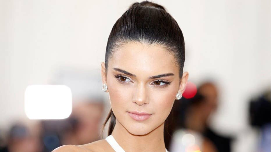 Kendall Jenner frees her nipples