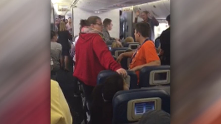 Raw video: Group of students from Wartburg College sing 'Battle Hymn of the Republic' after pilot announced remains of WWII soldier were being escorted off plane