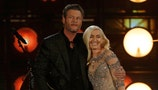Gwen Stefani flirts, heats things up on 'The Voice'