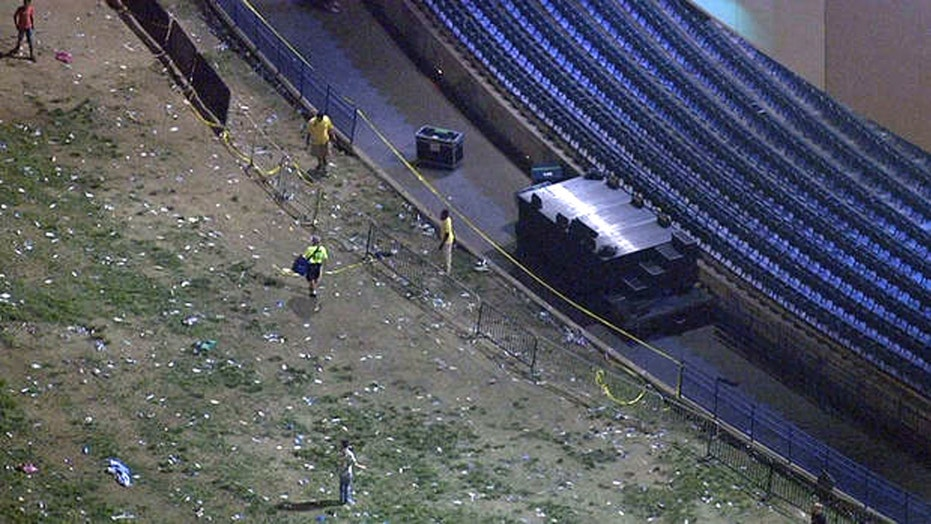 Stage collapses at Snoop Dogg concert in New Jersey