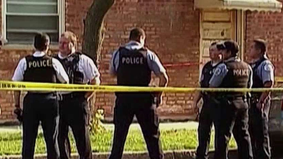 Chicago gangs plotting to kill police officers