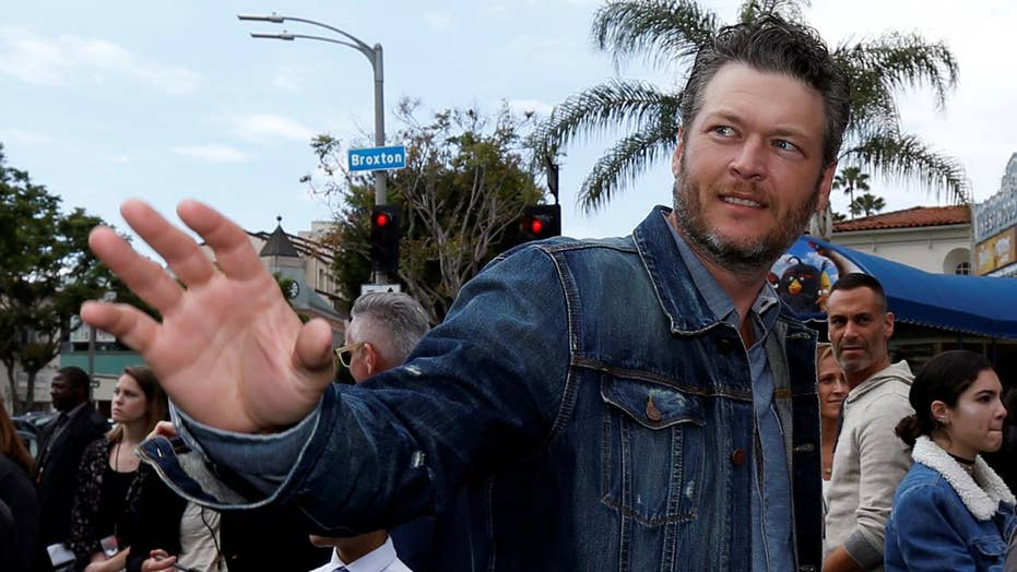 Blake Shelton's Twitter past haunts him