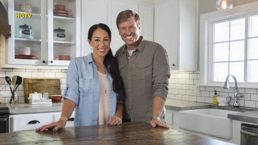 39 fixer upper 39 stars chip and joanna gaines on the secret to their marriage fox news. Black Bedroom Furniture Sets. Home Design Ideas