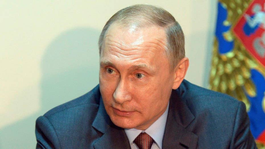 Putin meets with security council in Crimea