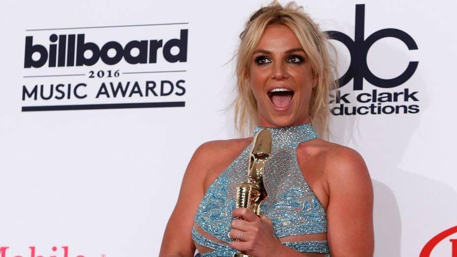 Oops, Britney didn't sing again