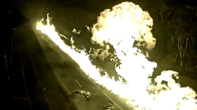Insane tanker crash, explosion on highway caught on tape