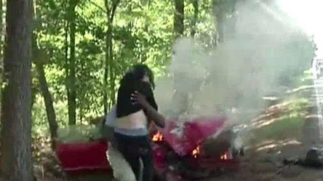 Journalist saves pregnant woman from burning car