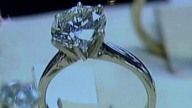 Recruiter: Don't wear engagement ring to job interviews