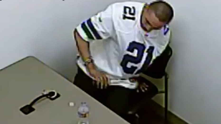 Video shows moment murder suspect breaks handcuffs, escapes