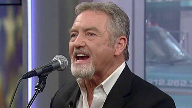 Larry Gatlin sings musical message to Hillary Clinton