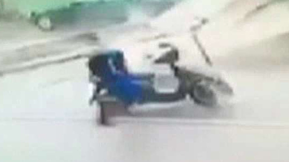 Man knocked off his motorbike by flying debris in Taiwan