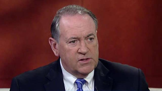 Huckabee: Trump was pointing out Clinton's hypocrisy on guns