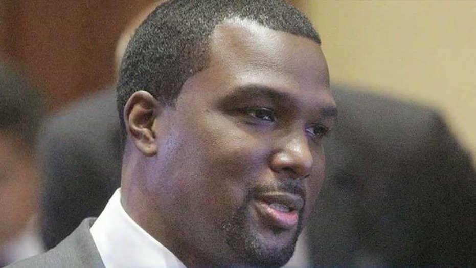 Ex-NFL linebacker Napoleon Harris fights off four muggers