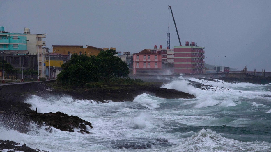 Hurricane Matthew slams Cuba, moves towards US