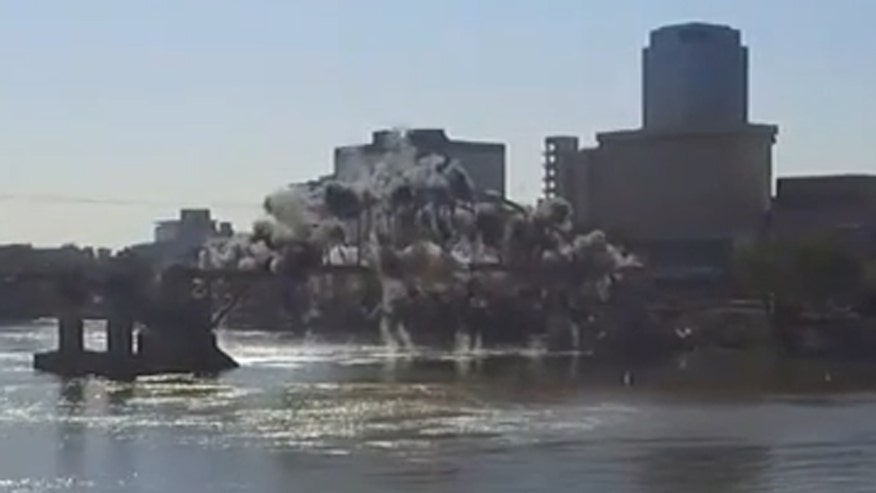 Raw video: Simultaneous detonations weren't enough to take down Broadway Bridge in Little Rock, Arkansas